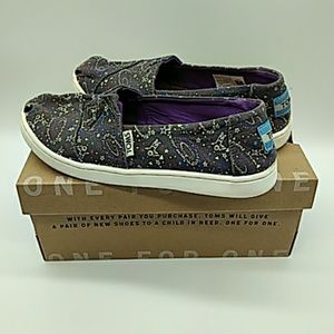 Toms space pattern kids size 2 gray pre owned